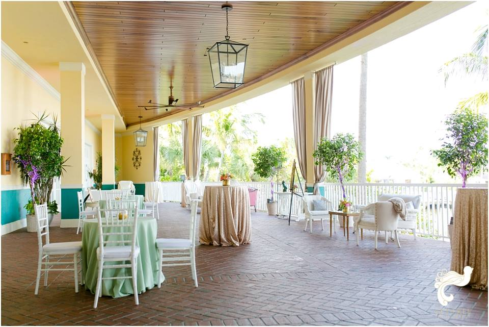 white chiavari chair rentals naples